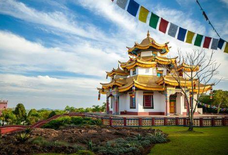Tour Templo Budista com Compras em Igrejinha